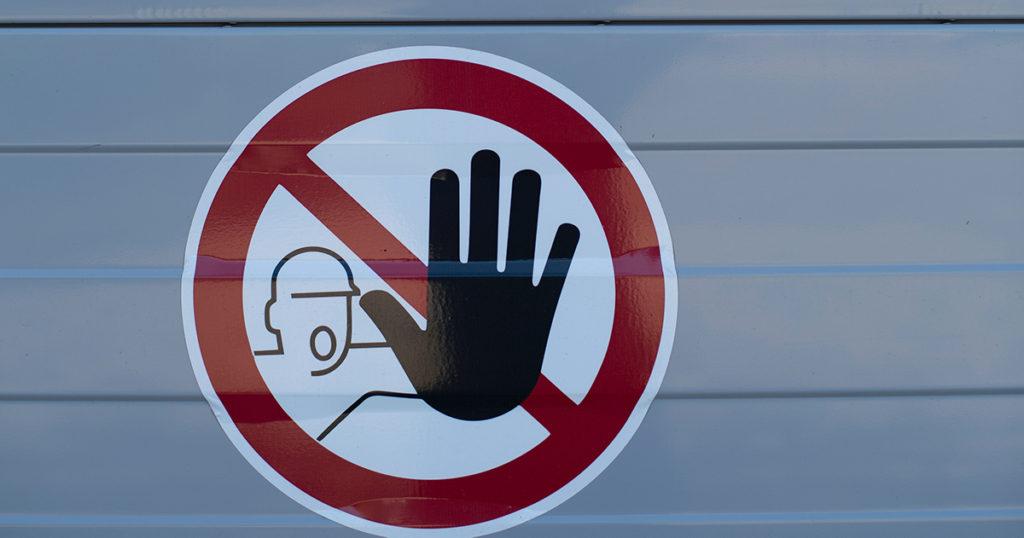 4D映画で禁止されていることなどの注意事項を表す看板