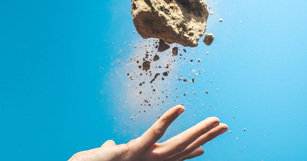 人の手で石を積み重ねるように人力で作った映画
