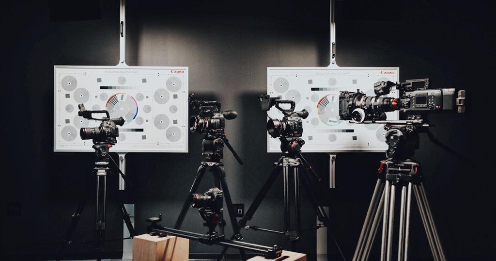 上映前のロゴの映画製作会社が映画を撮影している