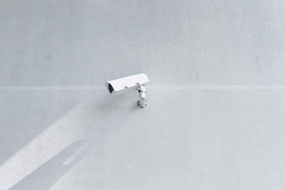 犯罪者を捉える映画館の監視カメラ